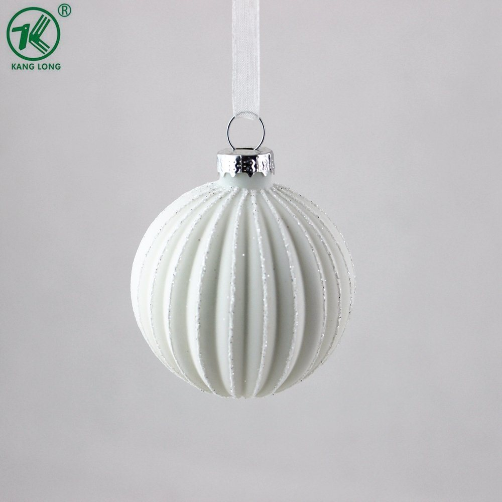 6cm Blanca Navidad bola de cristal ornamento de artesanía