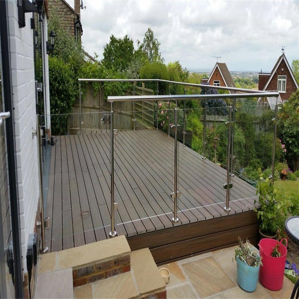 Foto De Terraza Exterior Con Un Diseño Moderno 316 Poste De