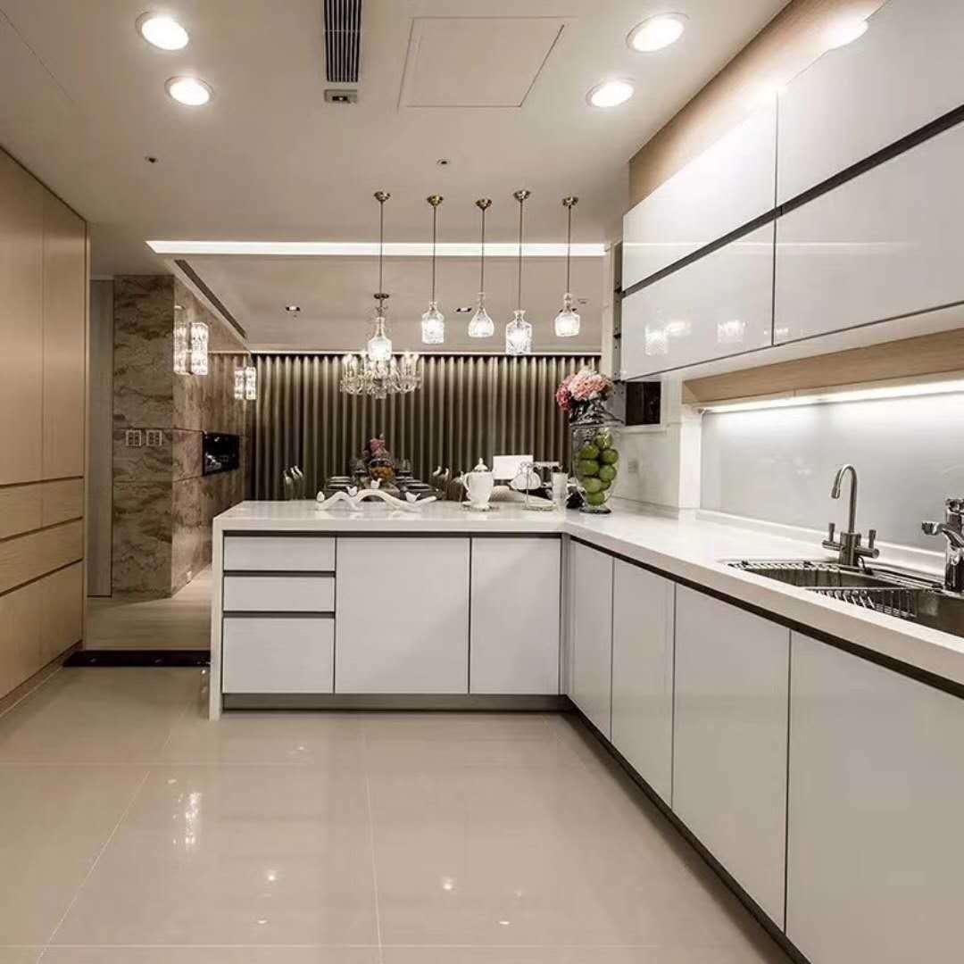 Foto de Agitador blanco Modular de lujo en armarios de cocina de ...