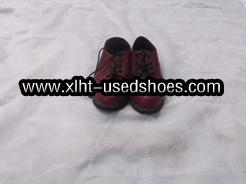 As mulheres usado calçado de couro