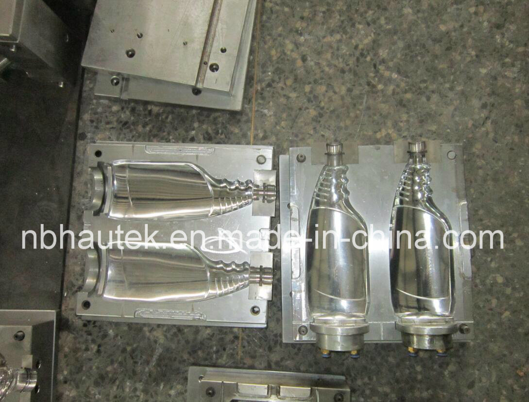 Processo di soffiatura in forma di plastica della bottiglia di acqua delle 2 intercapedini