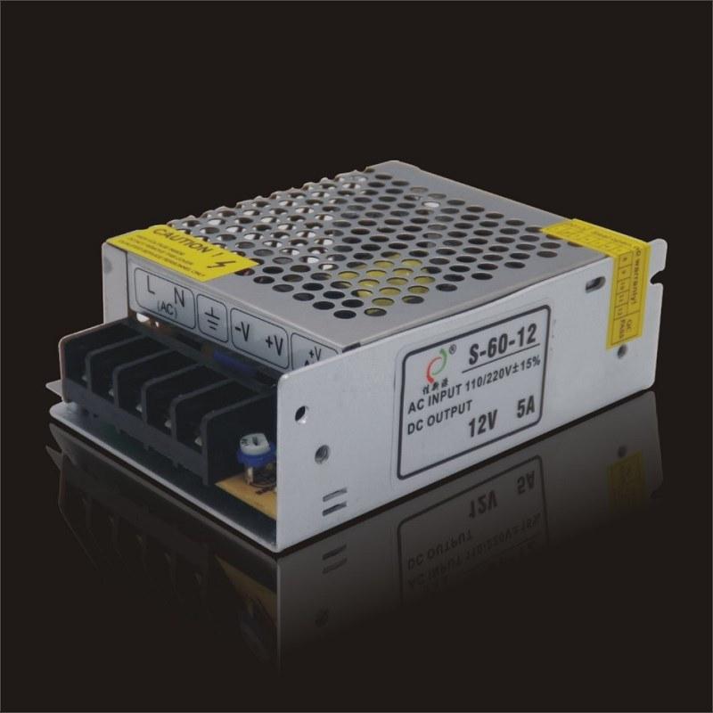 12V5a60W 실내 엇바꾸기 전력 공급