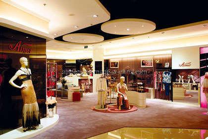Tienda de ropa interior de montaje visualizaci n de for Diseno de interiores almacenes de ropa