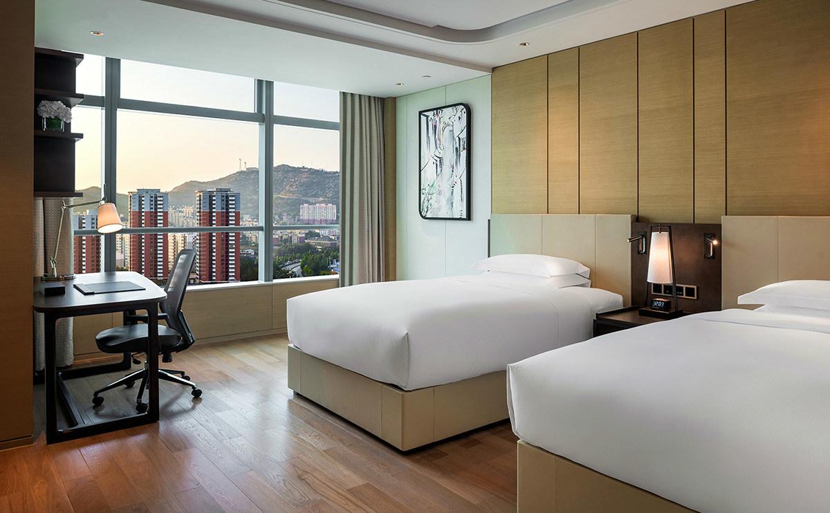 mobilia cinque stelle della camera da letto dell\'albergo di lusso di ...