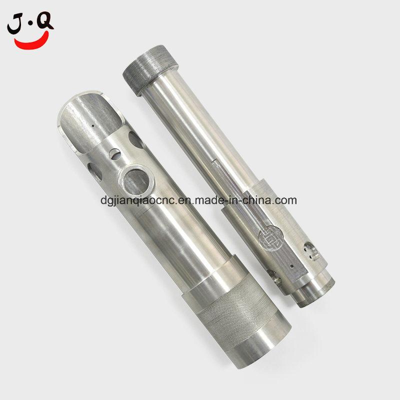 Barre en aluminium avec les threads et les trous d'usinage CNC