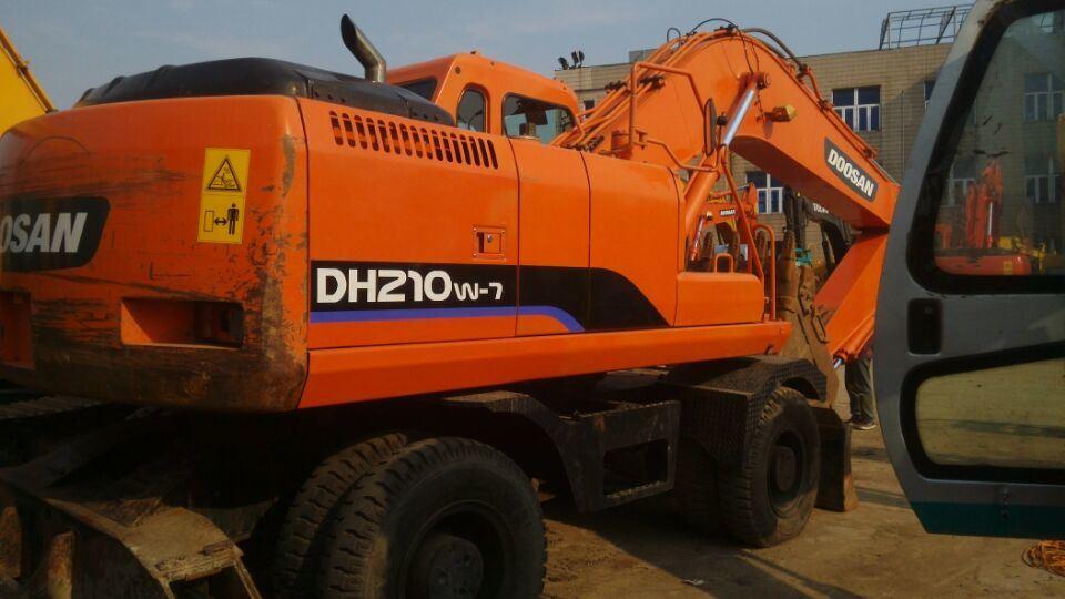 Excavatrice à roues utilisé Doosan (DH210W-7)