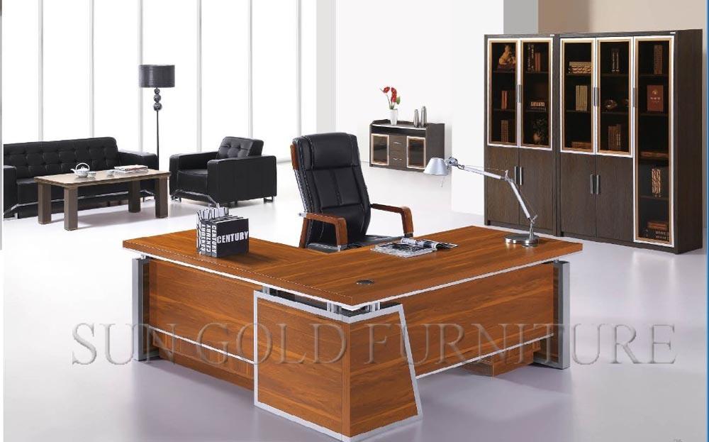 Foto de dise o moderno mesa de oficina de lujo escritorio for Diseno de muebles de escritorio