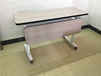 現代トレーニングの机のためのブレーキ足車が付いている熱い販売の折りたたみ式テーブルの足