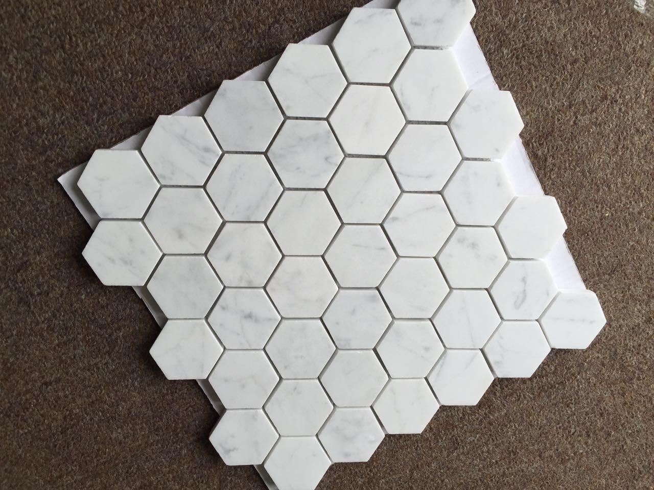 Gouden Mozaiek Tegels : Tegel van het mozaïek van calacatta de gouden marmeren hexagonale