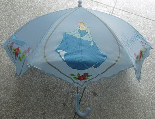 Ombrello dei bambini nel disegno (KM-2210)