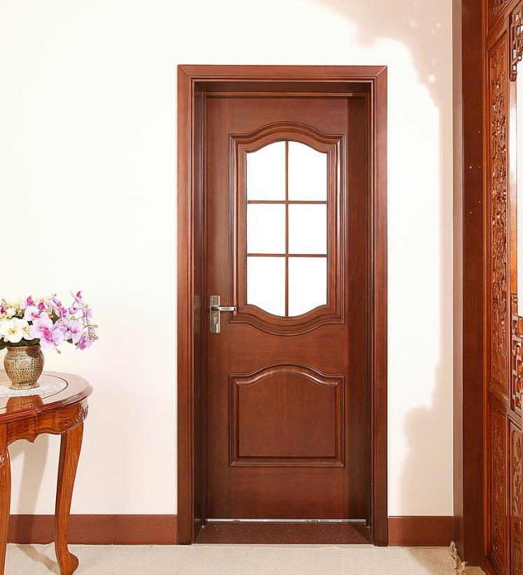 Foto de mobiliario de casa cuarto de ba o interior de la for Puertas de madera para bano precios