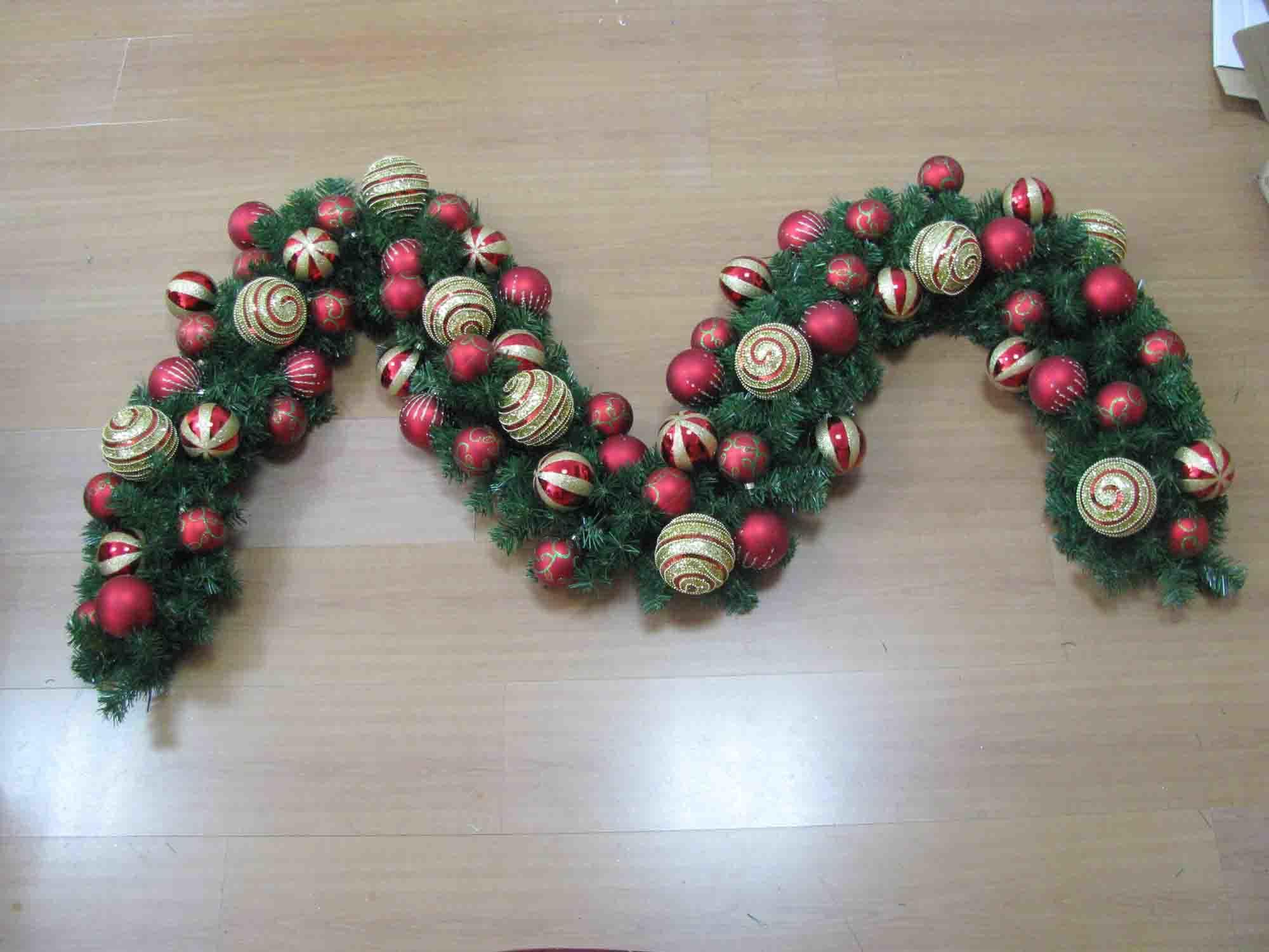 La navidad de la guirnalda de las decoraciones de la - Guirnalda de navidad ...