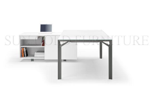 Table élégante de bureau de design allemand avec armoire côté