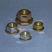 Écrou hexagonal en acier doux avec bride