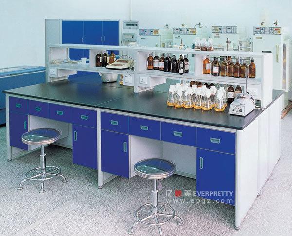 Centre de l école table lab pour étudiants fout laboratoire pour