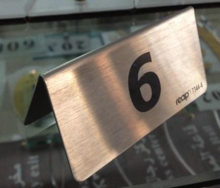 Mesa de acero inoxidable signo signos de los tenedores mesa metálica firmar