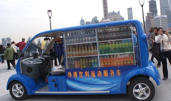 J Dog Food Truck