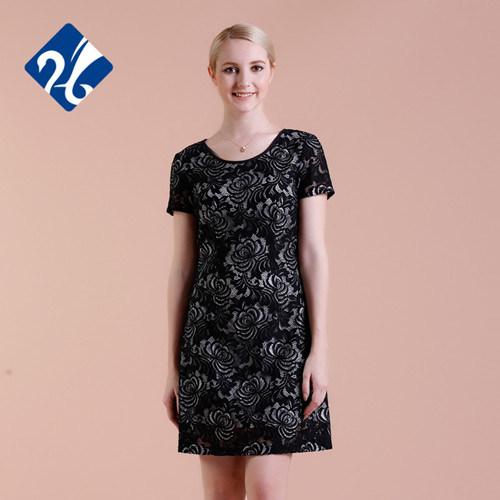 I vestiti neri dalle signore del merletto di modo mettono i vestiti in cortocircuito ufficiali 2015 dalle signore