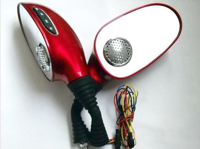 MP3 선수와 FM 라디오를 가진 기관자전차 백미러
