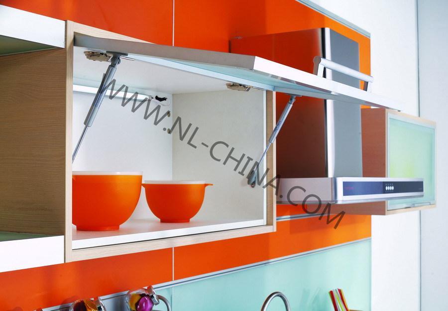 Foto de Casa moderna de muebles de madera de estilo el país ...