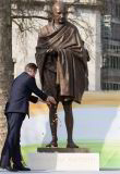 Life Size Famous Person Bronze Gandhi Statue for Garden