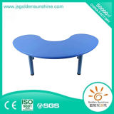 Kinergarten Furniture of Plastic Table in Moon Shape