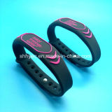 ISO18092 Programmable NTAG213 NFC Silicone Wristband for Hotel Resorts