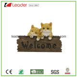 Hot Sales Cat Family Resin Figurine with Welcome Sign for Wall Plaque and Home Decoration