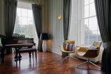 Swivel Fiberglass North European Style Furniture Armrest Office Chair