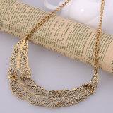 Scavare fuori la collana Pendant della lega del metallo di figura di foglio per gli amanti delle coppie 2 colori
