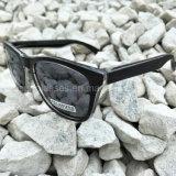 Le tonalità in linea del commercio all'ingrosso UV400 della Cina hanno polarizzato gli occhiali da sole di viaggio freddi di modo