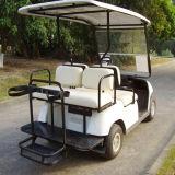 4 passeggeri vanno mini automobile di Kart