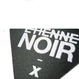 Triángulo de tela lavables personalizada etiquetas de marca tejidas para ropa prendas de vestir/