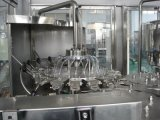 Linha de produção automática do engarrafamento de água bebendo do frasco do animal de estimação