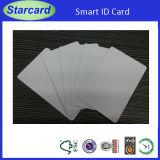 Пластиковую карту с помощью клея на наклейке