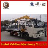 Vrachtwagen van het Slepen van Wrecker van de Plicht van Dongfeng de Lichte met Kraan op Verkoop