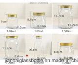공장에서 투명한 유리제 잼 단지, 꿀 단지 또는 저장 단지
