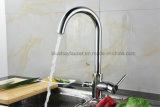 La porcelaine sanitaire de luxe à 3 voies de l'eau de cuisine Mixer avec deux becs