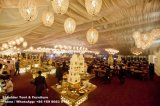 Una grande tenda foranea delle 5000 genti per l'evento di cerimonia nuziale del partito