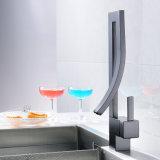 Quadrato nero montato piattaforma del colpetto di acqua della cucina del rubinetto della cucina