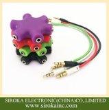 De kleurrijke 3.5mm Audio StereoSplitser van de Oortelefoon voor de Telefoon van de Cel