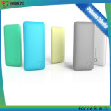 Fornecedor móvel colorido de superfície Matte do banco da potência de bateria com CE