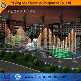 Fontana esterna del raggruppamento di musica con l'ugello corrente