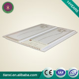 Divers types de panneaux de plafond en plastique de PVC de salle de bains pour des murs en Chine