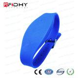 Justierbarer SilikonWristband des Blau-RFID in der Uhr-Form