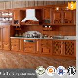 Aprontar para montar gabinetes de cozinha da madeira contínua
