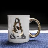 Populäres goldenes Großhandelsalphabet-keramische Kaffeetasse