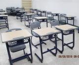 A escola de turismo e cadeira com design moderno