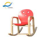 아기를 위한 북유럽과 간단한 형식 작풍 흔들 의자