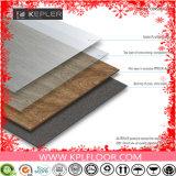 紫外線コーティングの表面処理および、バージンリサイクルされる、PVC材料の床